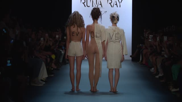 stockvideo's en b-roll-footage met clean runa ray september 2016 new york fashion week at the dock skylight at moynihan station on september 14 2016 in new york city - moynihan station