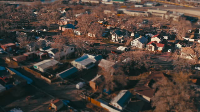 run-down residential district drone point of view in grand junction colorado - small stock videos & royalty-free footage