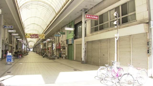 vídeos y material grabado en eventos de stock de a run-down shopping arcade, ehime, japan - contraventana