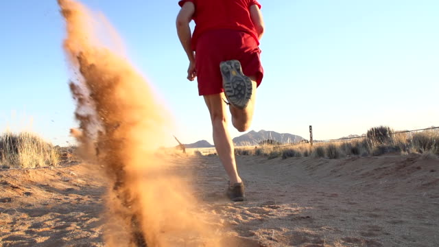 slo mo la runner kicking sand in the desert - cross country running stock videos & royalty-free footage
