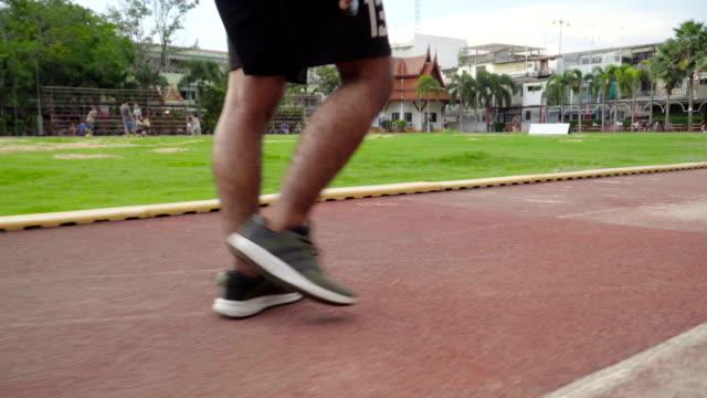 ランナー男足道で実行を開始 - 四肢点の映像素材/bロール