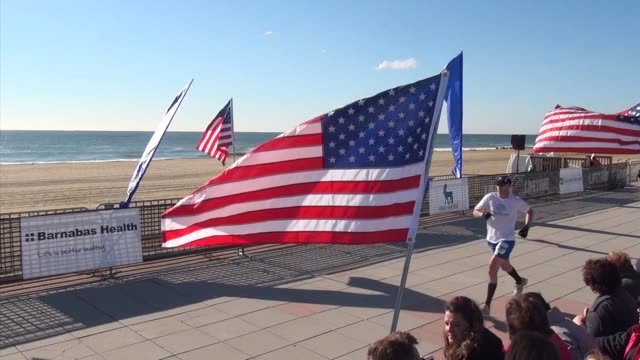 stockvideo's en b-roll-footage met runners finish the new jersey marathon with the ocean and beach in background - salmini