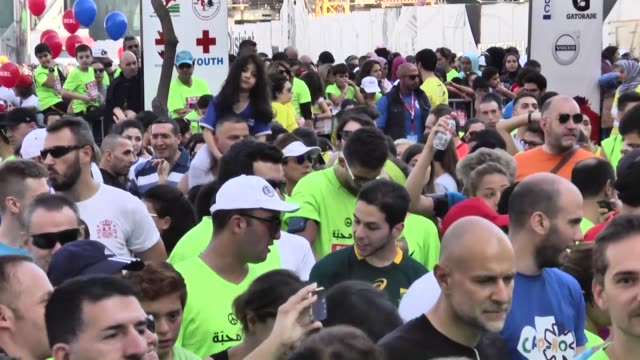 runners take part in the 13th annual beirut marathon on november 08, 2015 in beirut, lebanon. - 参加者点の映像素材/bロール