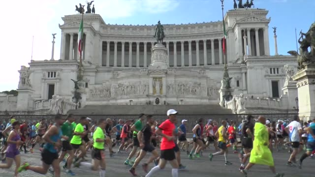 runners take part in the 22nd rome marathon on april 10, 2016 in rome, italy. kenyan amos kipruto ethiopian won the men's race and tusa rahma won the... - tomb of the unknown warrior westminster abbey stock videos & royalty-free footage