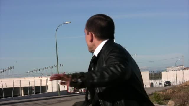 vídeos y material grabado en eventos de stock de hombre corriendo - escapar