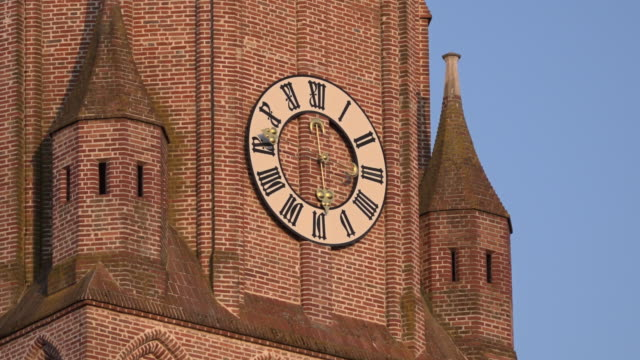TL / Running church clock