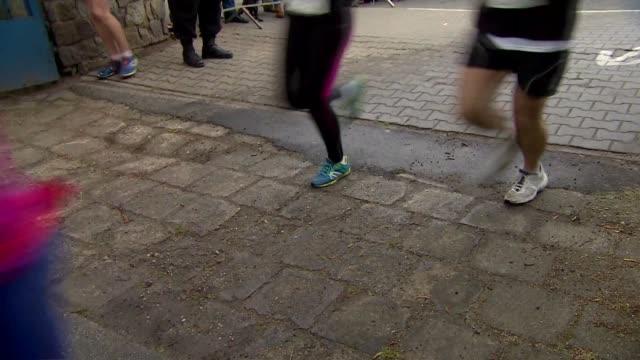 stockvideo's en b-roll-footage met running competition - spelkandidaat