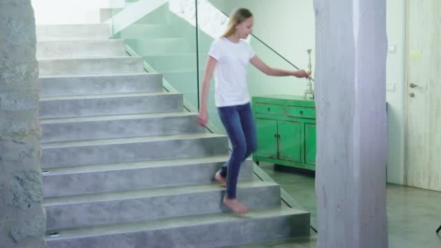 running down stairs - 12 13 år bildbanksvideor och videomaterial från bakom kulisserna
