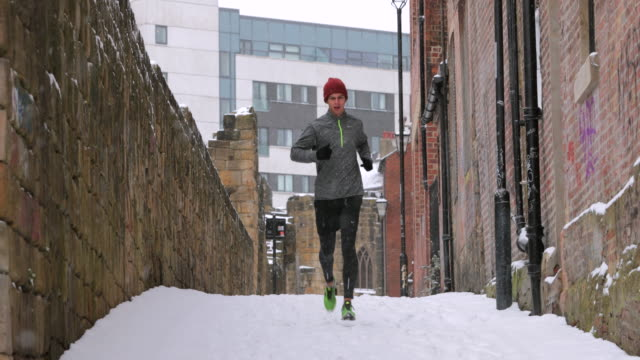 running in the snow - early morning exercise stock videos & royalty-free footage