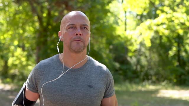 vídeos de stock, filmes e b-roll de correr é a minha paixão - 50 54 anos