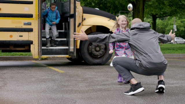 running off of school bus to parents - field trip stock videos & royalty-free footage