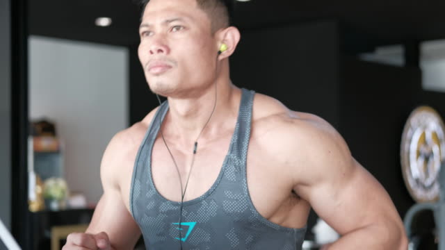 stockvideo's en b-roll-footage met draait op threadmill - fitnessapparatuur