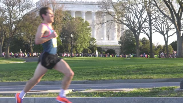 running race in progress in dc - salmini stock videos & royalty-free footage