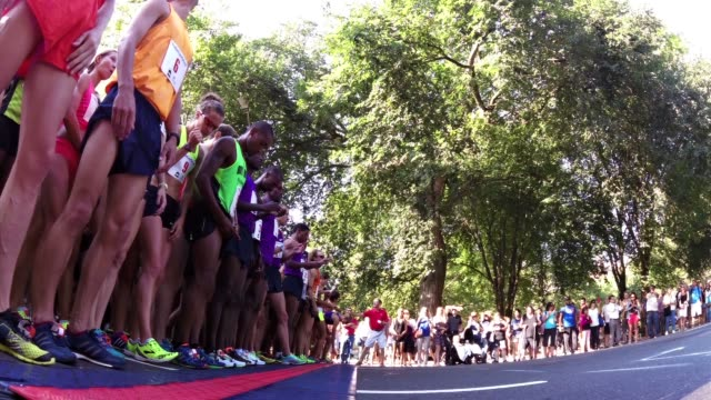 running race start, low angle - salmini stock videos & royalty-free footage