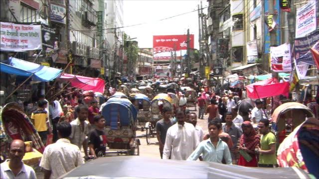 Running rickshaws congest the street Zoom In