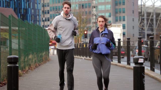 Correndo pela cidade juntos