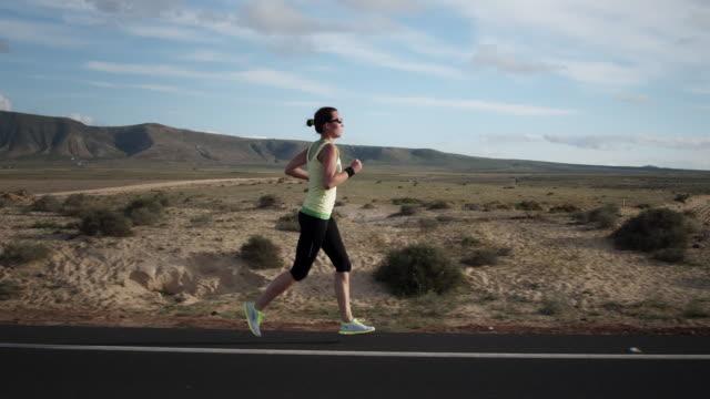 vídeos y material grabado en eventos de stock de de correr - corredora de footing