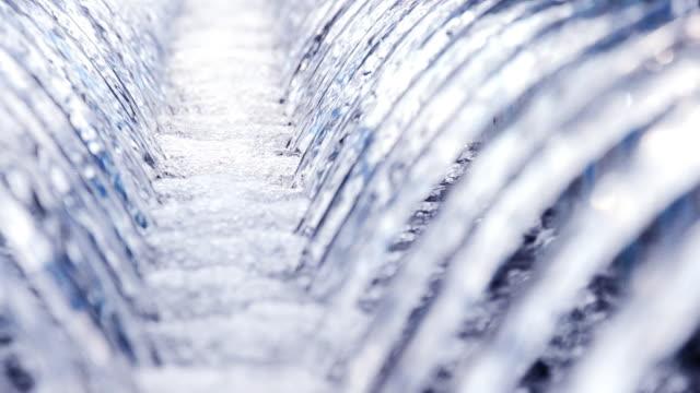 running wasser - destilliertes wasser stock-videos und b-roll-filmmaterial