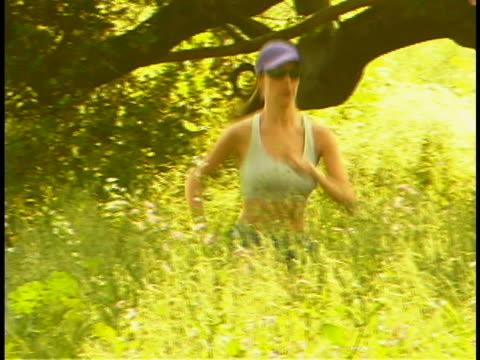 vidéos et rushes de running woman - seulement des jeunes femmes