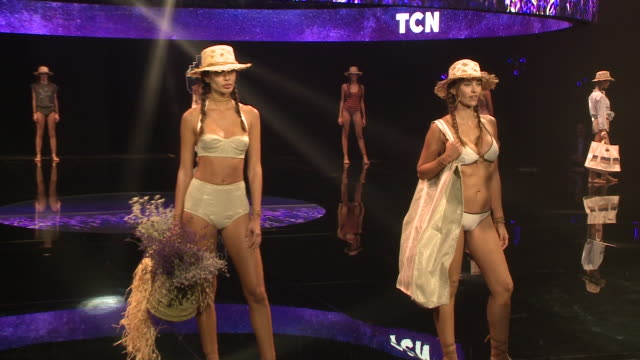 runway - day 2 - 'moda calida' in gran canaria - swim week - ヘレン リンデス点の映像素材/bロール