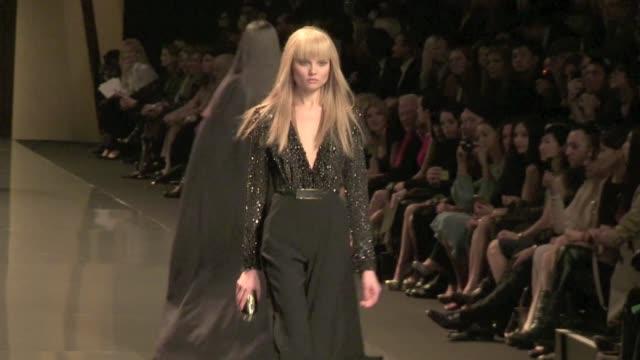 runway of elie saab 2012 aw fashion show elie saab a/w 2012 runway on march 07, 2012 in paris, france - 既製服点の映像素材/bロール
