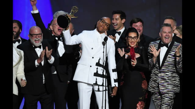 vídeos de stock, filmes e b-roll de rupaul and cast and crew accept the outstanding realitycompetition program for 'rupaul's drag race' onstage during the 70th emmy awards at microsoft... - 70th annual primetime emmy awards