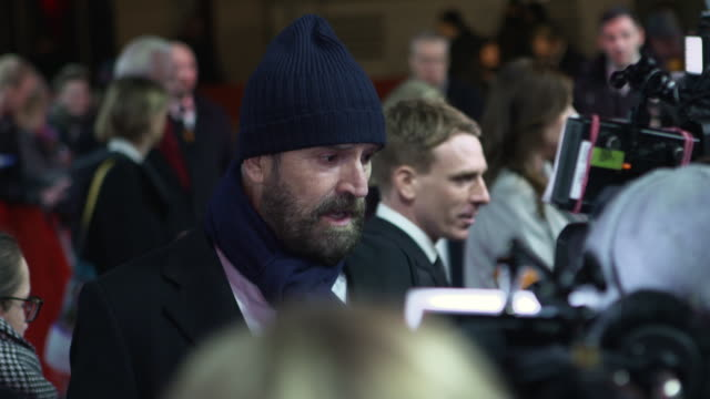stockvideo's en b-roll-footage met rupert everett at 68th berlin film festival the happy prince red carpet at friedrichstadtpalast on february 17 2018 in berlin germany - rupert everett