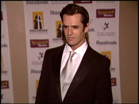 stockvideo's en b-roll-footage met rupert everett at the hollywood film festival awards at the beverly hilton in beverly hills california on october 18 2004 - rupert everett