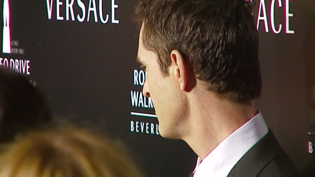 stockvideo's en b-roll-footage met rupert everett at the rodeo walk of style award presentation to gianni and donatella versace at beverly hills city hall in beverly hills california... - rupert everett