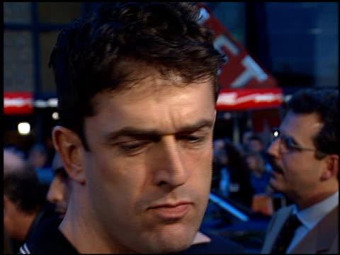 stockvideo's en b-roll-footage met rupert everett at the 'titanic' premiere at grauman's chinese theatre in hollywood california on december 14 1997 - rupert everett