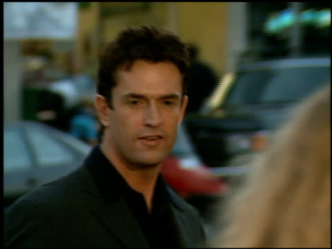 stockvideo's en b-roll-footage met rupert everett at the 'william shakespeare's a midsummer night's dream' premiere at the bruin theatre in westwood california on april 26 1999 - rupert everett