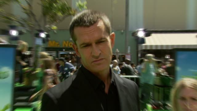 stockvideo's en b-roll-footage met rupert everett on his role in the film playing an animated character at the 'shrek the third' premiere at the mann village theatre in westwood... - rupert everett