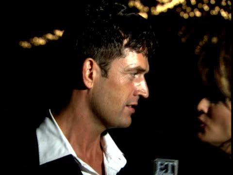 stockvideo's en b-roll-footage met rupert everett talks to a reporter - rupert everett