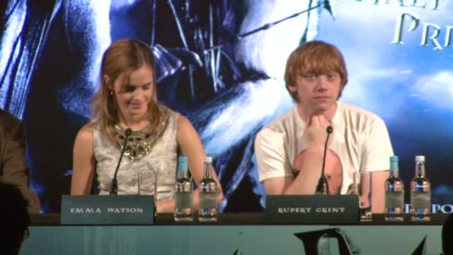 rupert grint on whether stories about contracting swine flu had been exaggerated at the harry potter and the half-blood prince press conferences at... - contracting stock videos & royalty-free footage