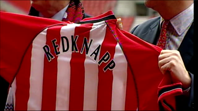 st mary's stadium harry redknapp and rupert lowe posing with southampton shirt at time of redknapp taking over as manager - ハリー レッドナップ点の映像素材/bロール