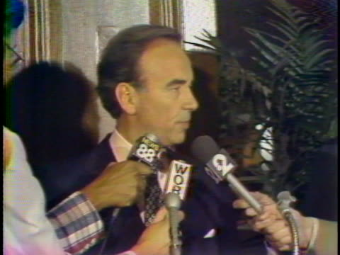 rupert murdoch with microphones in front of him - 新聞スト点の映像素材/bロール