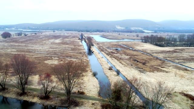 vídeos de stock, filmes e b-roll de rural abandonado fazenda aérea visão de alto ângulo - envelhecido efeito fotográfico