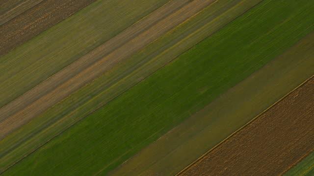vídeos y material grabado en eventos de stock de antena zona rural - campo arado