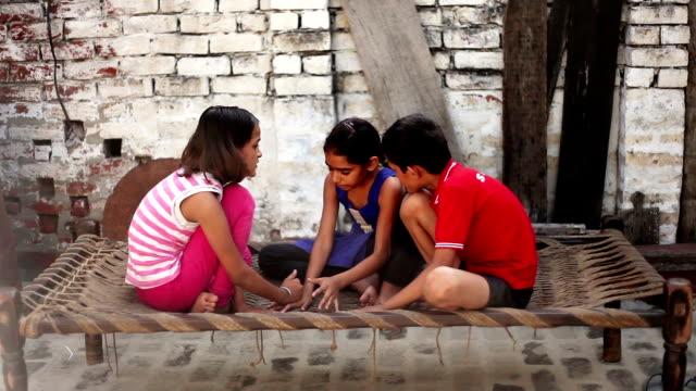 Landelijk spelende kinderen
