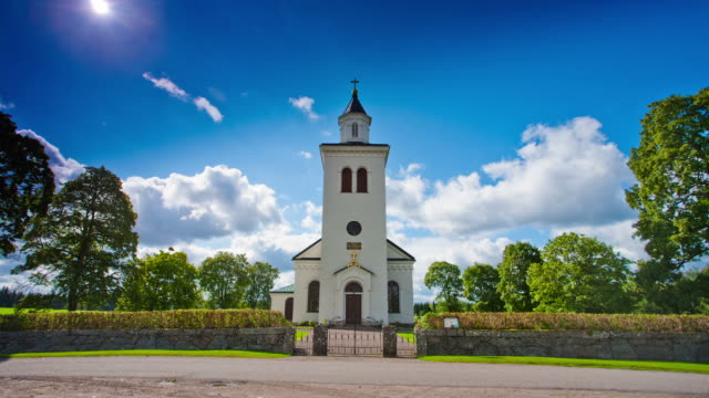 stockvideo's en b-roll-footage met time lapse: rural church in sweden - kerk
