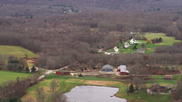 vídeos y material grabado en eventos de stock de rural community west of brooklyn, connecticut. shot in november 2011. - artbeats