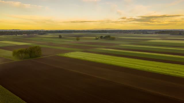 vídeos de stock, filmes e b-roll de h/l país rural em nuvens - hyper lapse