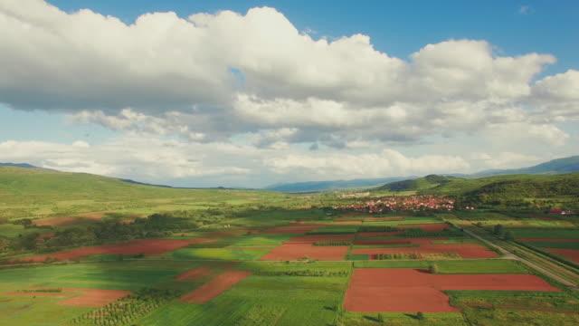 ländliche landschaft-luftbildvideo - bulgarien stock-videos und b-roll-filmmaterial