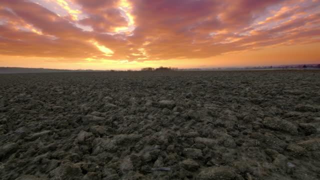 DS-ländliche Landschaft bei Sonnenaufgang