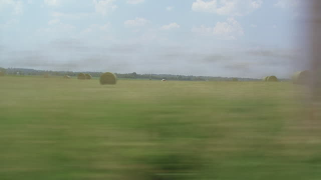 ws side pov rural landscape, new york state, usa - inquadratura da un treno video stock e b–roll