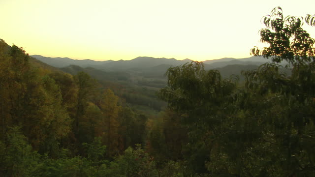rural scene in blue ridge mountains - appalachen region stock-videos und b-roll-filmmaterial