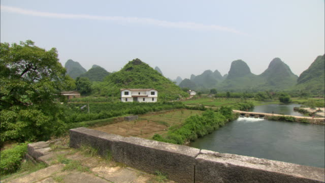 ws pan rural scene with river and mountain range, guilin, guangxi zhuang autonomous region, china - guangxi zhuang autonomous region china stock videos & royalty-free footage