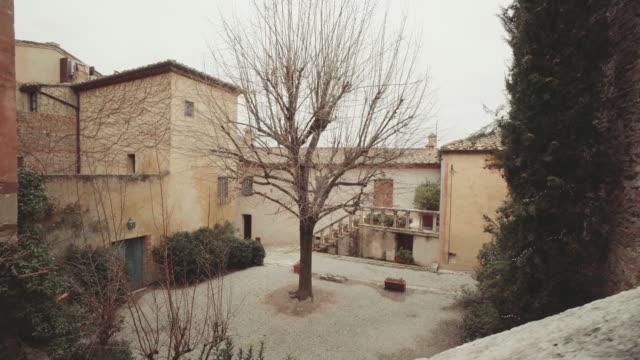 vídeos de stock e filmes b-roll de rural village in tuscany - toscana