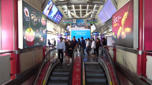 rush hour at train station bangkok - railway station platform stock videos & royalty-free footage