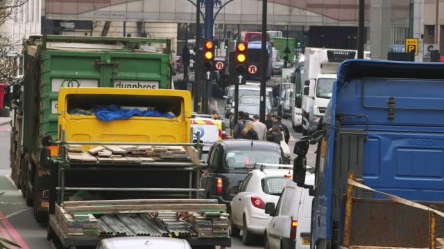 vídeos y material grabado en eventos de stock de ws rush hour in big city / london, england, united kingdom - fundido en negro